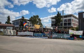 Protesta frente a las oficinas de Eidico en defensa de los humedales