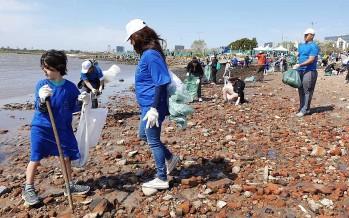 Vicente López: limpian orilla del Río de la Plata por el Día Internacional de la Limpieza de Playas
