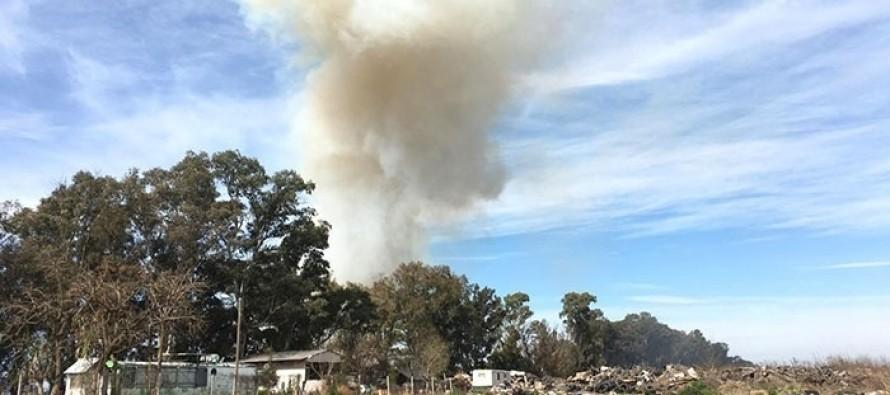 Pilar: vecinos denuncian que queman basura en el acceso al Parque Industrial