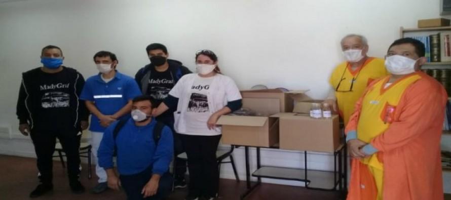 Trabajadores de Madygraf fabrican mascarillas y alcohol en gel y lo donan a hospitales de la zona