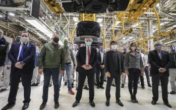 Alberto Fernández y Axel Kicillof recorrieron la planta de Volkswagen en Tigre