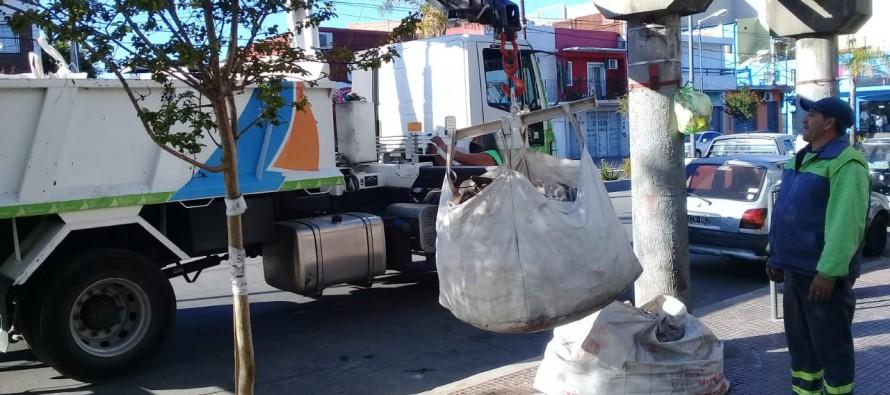 San Fernando: el Municipio retira bolsones con restos de materiales de obra para mantener la higiene urbana