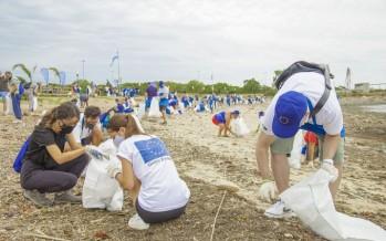 Recolectaron 2.800 kilos de plásticos en una jornada de limpieza del Río de La Plata