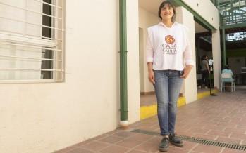 Nació en La Cava, estudió y volvió para fundar una ONG que le devuelve sueños a sus vecinos
