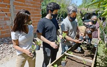 Entregan huertas orgánicas a merenderos de distintos barrios de Tigre